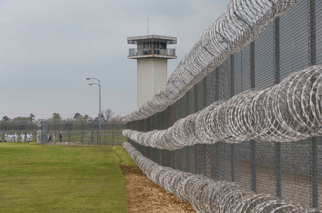 12% в долларах на тюремных операторах США